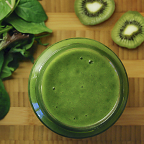 Kiwi-Mango Green Smoothie